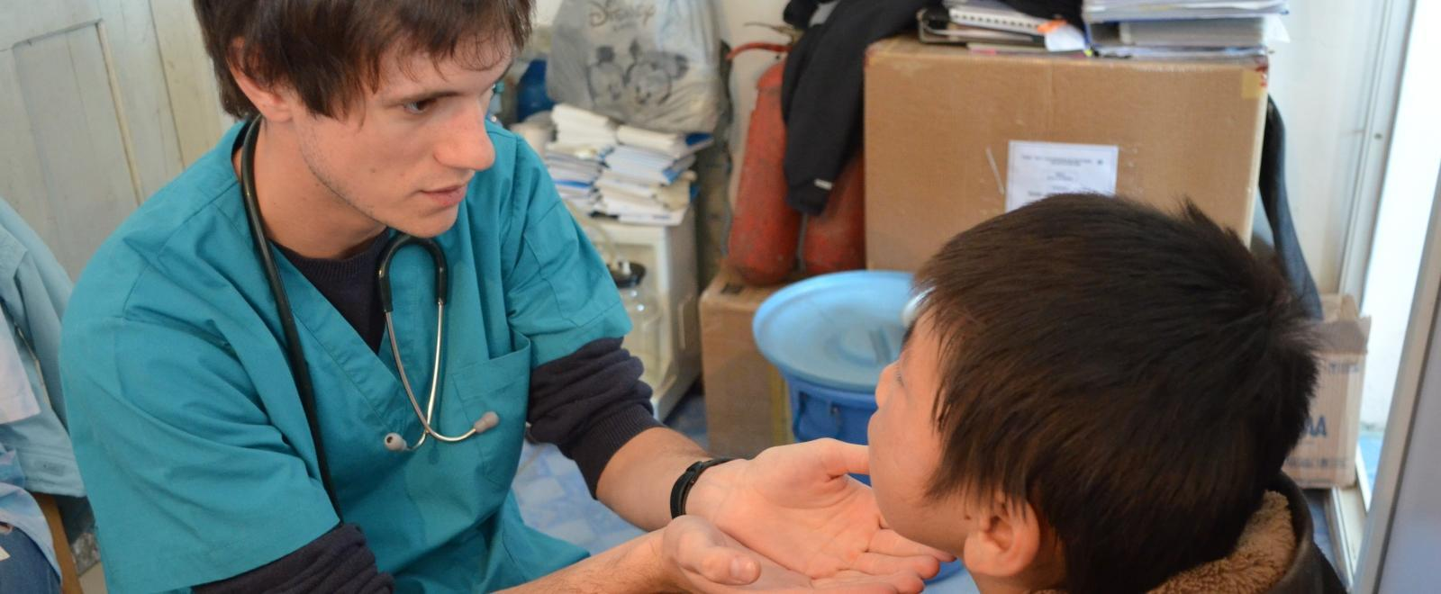 A Projects Abroad intern meets with a patient on our medical internship for teenagers in Mongolia